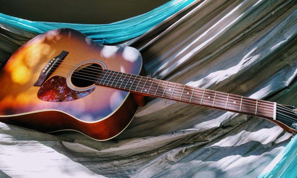 how much does an acoustic guitar weigh?